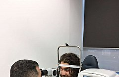 Augenlaser operation iClinic der kanadische Eishockeyspieler Mathew Maione 3